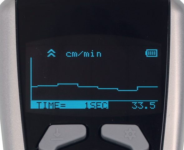 Tachometer DT-2100 mit Liniendiagramm im Display